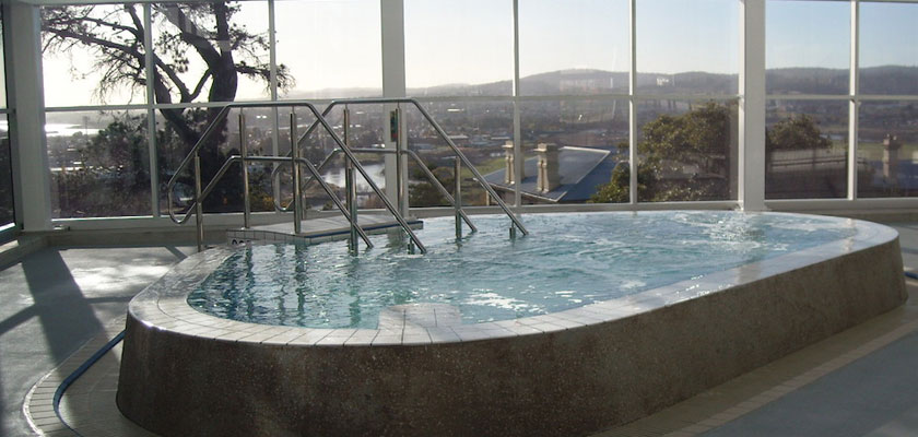 Spa pool in Launceston overlooking the Tamar Valley